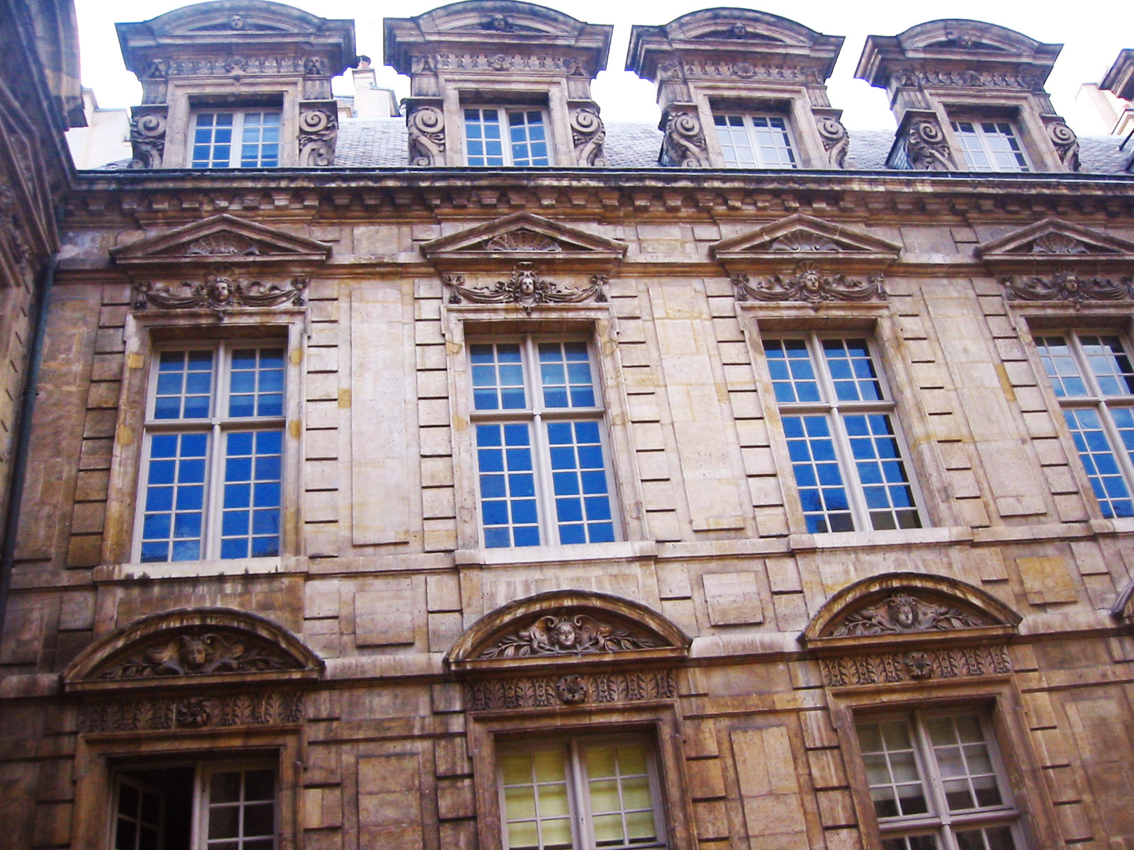 paris old building