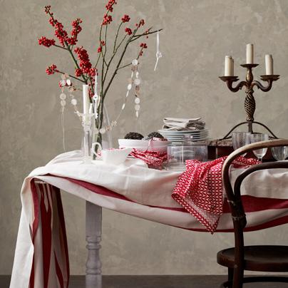 kırmızı beyaz masa dekorasyonu
