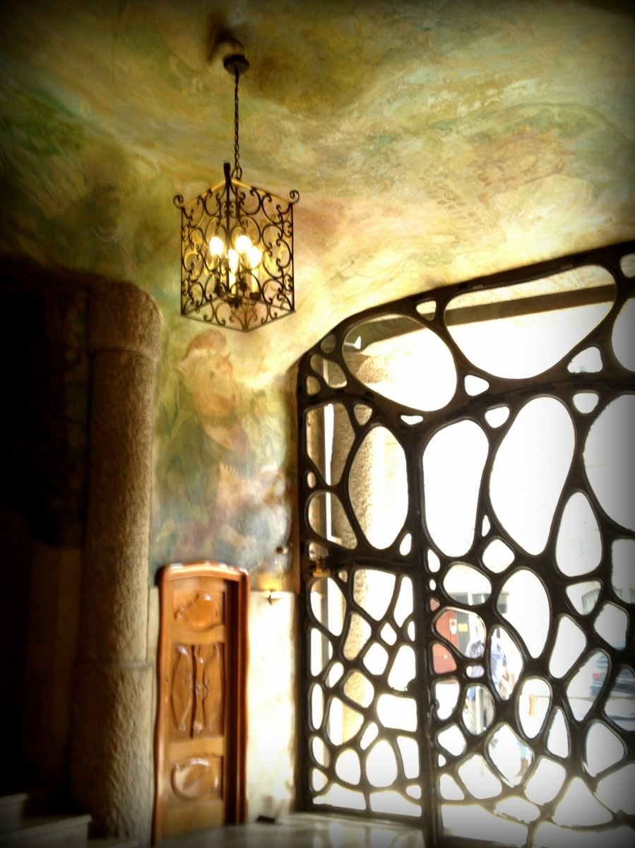 Gaudi' s unusual decorative and architectural elements