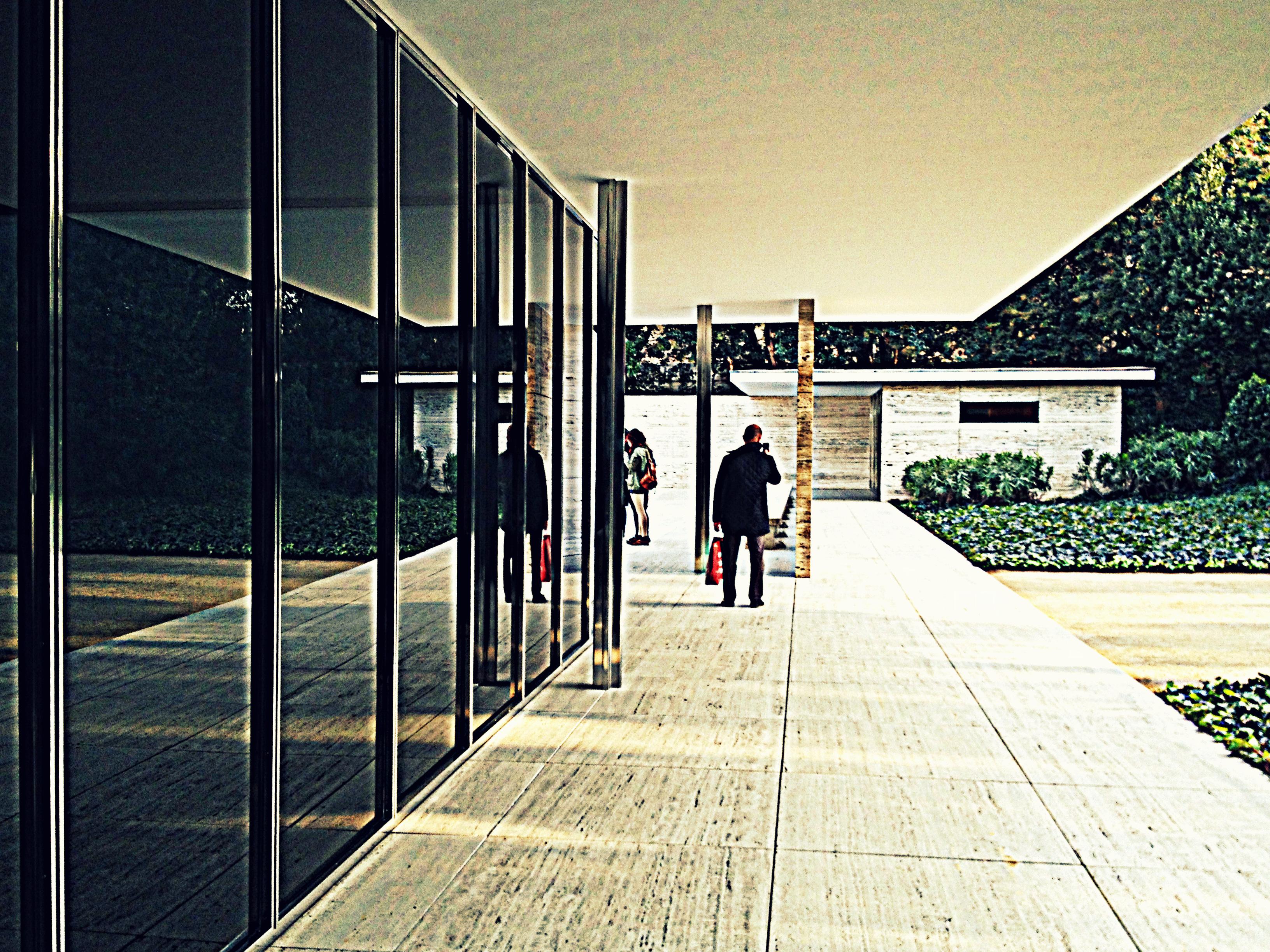 Mies van der rohe s bauhaus style building in barcelona for Mies van der rohe barcelona