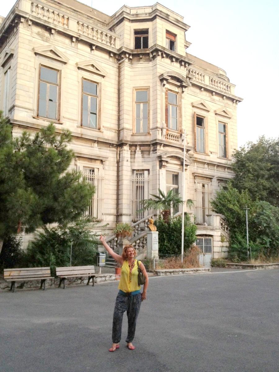 Yeniden hayat bulmayı bekleyen Kadıköy Kız Lisesinin muhteşem Mermer Köşkü ve anılarım