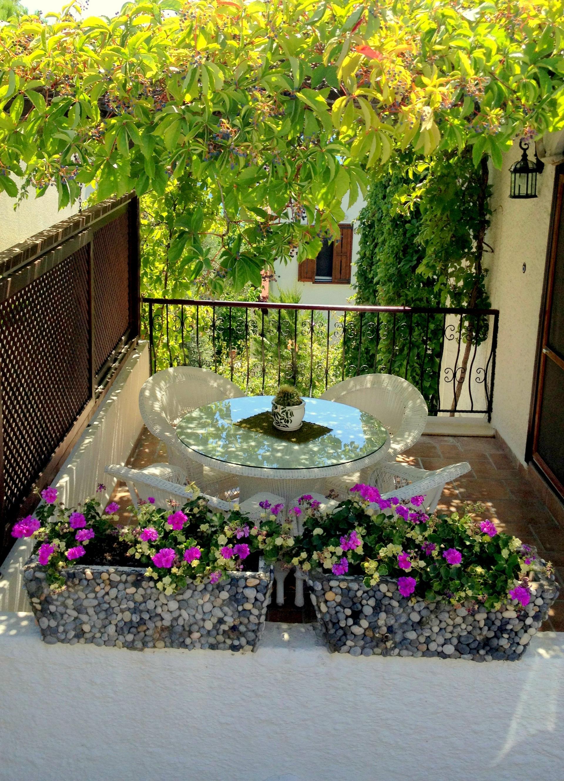 summer house balcony