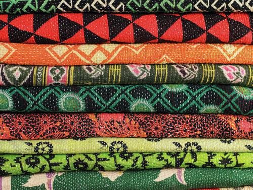 Hint yapımı rengarenk kumaşlar